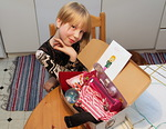 Emilia oli jo lokakuussa valikoinut ja koonnut oman Joulun Lapsi paketin, johon hän oli kirjoittanut mukaan kauniin kortin...