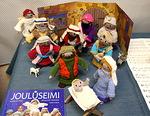 Neulomalla tehty Jouluseimi,<br>Tekijä Leena-Maija Saarinen<br>