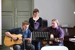 Ruokailun jälkeen juhlakansaa laulattivat Timo Lappeteläinen, Marjo Graniittiaho ja Mika Hakkarainen.