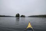 Paikoin Houhajärvi laajenee komeiksi ulapoiksi, joista suurin on järven luoteispäässä.