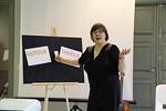Ohjelmassa oli myös näytelmä. Heidi Kuitunen kauppasi kännykkäliittymää...