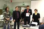 ...Ensin Susanna, Mika Rotola-Pukkila, Mikael Sarvela ja Heidi rukoilivat koko kurssin ja erityisesti sen oppilaiden puolesta...
