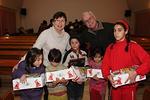 Alesdin kylä, Kaija ja Reijo romanilasten kanssa. Kiitos sinulle, kun olet ollut mukana Joulun Lapsi operaatiossa!
