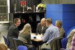 Pienten ryhmien keskusteluissa on jokaiselle tilaa kysellä ja kertoa kokemuksiaan.