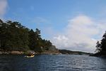 Melottaessa avarat ulapat vaihtuvat tuon tuosta saarien välissä oleviksi kapeiksi salmiksi