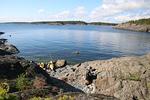 Lounastauko saaristossa, kesäkeittiö kallion kupeessa