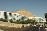Lennettyämme Ovdan kentälle jatkoimme yöpymään Kuolleen meren rantaan, missä on paljon upeita hotelleja.