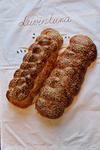 Leip�n� on juutalaisen sapattileiv�n reseptill� leivottu vaalea leip�.
