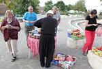 ...ja tavattiin hedelmiä ja hilloja myyvä druusi, jolla oli erikoiset housut