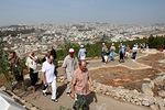 Ennen Nasaretista lähtöä kapusimme korkealle vuorelte, jolta Jeesus aiottiin syöstä alas