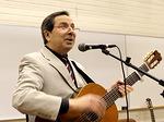 Aloittaessaan 22.2. illan opetuksen Herman Blomerus lauloi ja sai myös kuulijansakin laulamaan Herralle ylistystä.