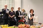 Marja Raja-ahon sytytettyä agape-pöydän kynttilät, Reijo ja Kaija Telaranta sekä Juha Lehtonen ja Anne-Mari Rytkönen lukivat kohtia Raamatusta ja rukoilivat.