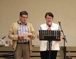 """Näytelmän """"Isä ja pojat"""" aluksi Helge Kauppinen ja Anneli Koskela lukivat Jeesuksen vertauksen tuhlaajapojasta. Luuk.15:11-32"""