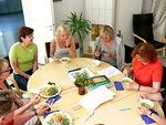 Aterian aikana on mukava vaihtaa kuulumisia ja päivän ohjelmasta saatuja virikkeitä.