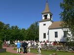 Seuraavana päivänä sunnuntaina osallistuimme Brändö päivään, joka alkoi messulla Brändön kirkossa ja jatkui iloisena juhlana kirkonmäellä.