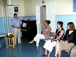 Myös kurssilaisilla oli omaa ohjelmaa. Tässä kuullaan pian pianonsoittoa.