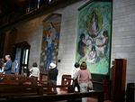Eri puolilta maailmaa lahjoiteut neitsyt Marian kuvat olivat kaikki erilaisia ja tekijöidensä näköisiä