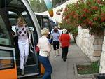 Bussimme on saapunut Vainojen museon Yad Vashemin pysäköintialueelle